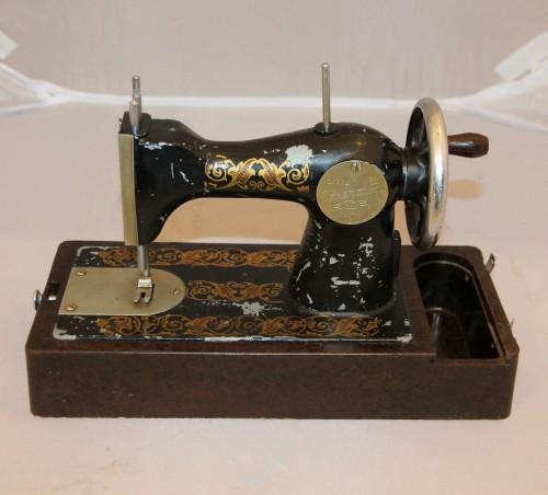 Маленькая швейная машинка. Автоприбор. г.Владимир