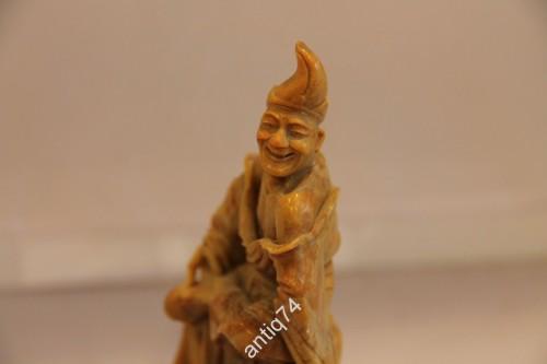 Китаец, шут, весельчак. Великолепная резьба! Нефрит. Старый Китай