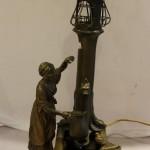 Большая бронзовая лампа, светильник. Девушка у колодца. Венская бронза