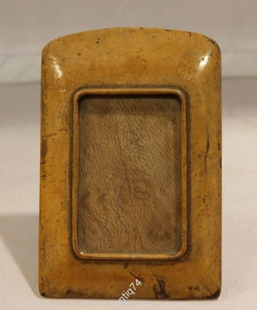Красивая рамка для фото из карельской березы