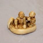 Нэцке. Торговцы. Кость, резьба. Япония. Подписная. 19 век