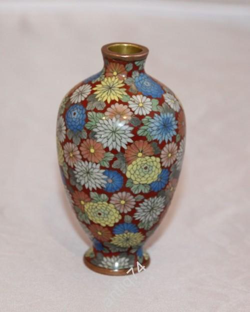 Изумительная маленькая вазочка. старое Клуазоне. Очень тонкая работа!