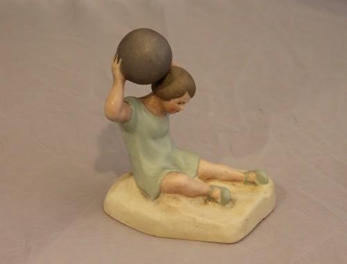 Девочка с мячом. Артель. 1930-40-е годы.