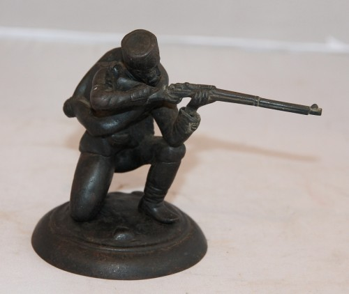 Солдат, стреляющий с колена. Кас.з.1914 год