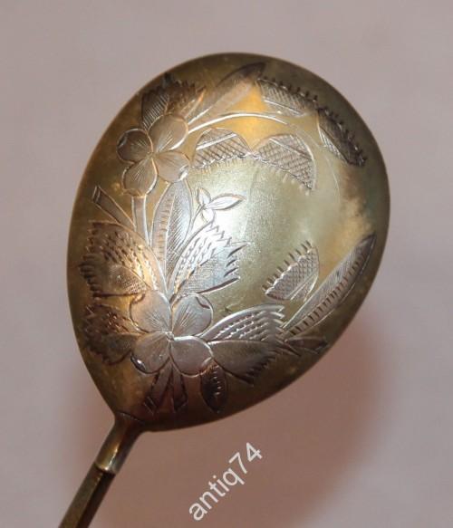 Красивая ложка в резьбе и золочении. Серебро 84 проба