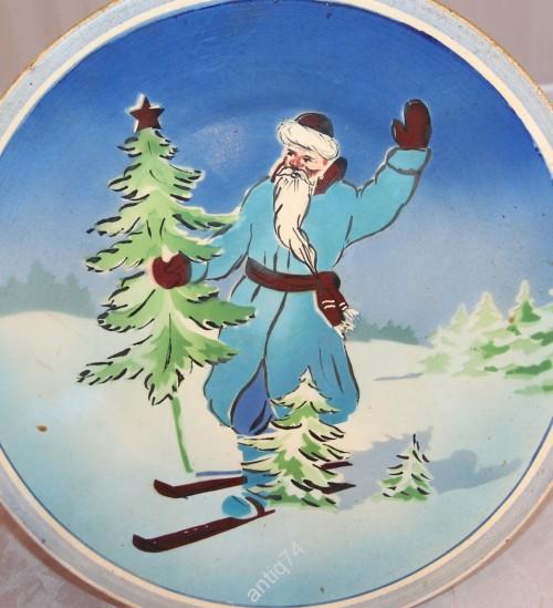 Тарелка настенная. Дед Мороз, Новый год, ёлка. Старая. Буди.