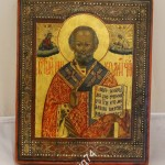 Красивая икона Николай Чудотворец. В киоте