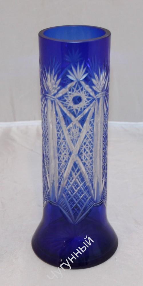 Красивая ваза, резьба по стеклу