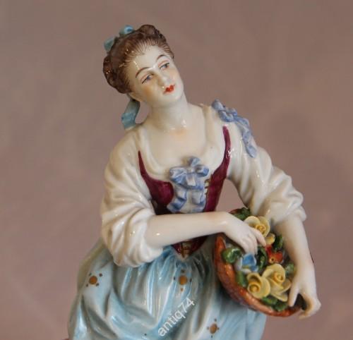 Девушка с корзиной цветов. Германия