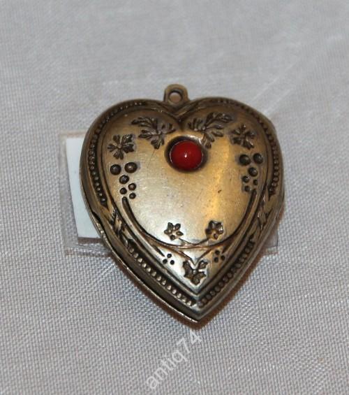 Кулон в виде сердца, с камнем. 875 с головой