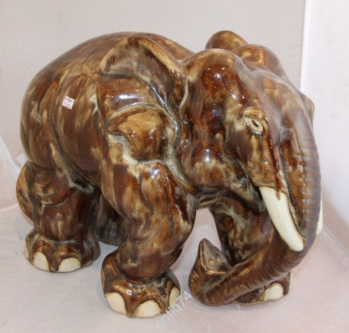 Огромный слон. Обливная керамика.