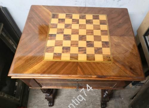 Ломберный, шахматный столик.