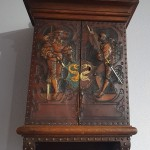 Шкафчик-аптечка с рыцарями. Кожа, тиснение. Европа