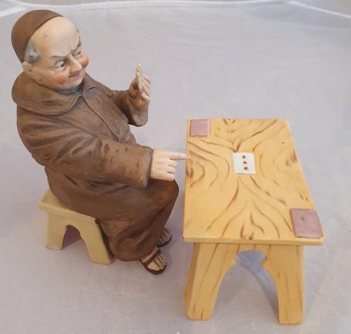 Монах, священник, играющий в карты. Фарфор. Германия