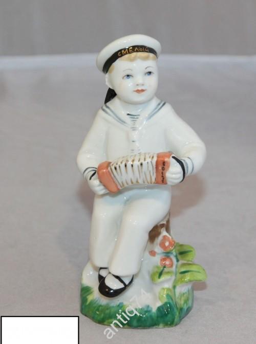 Морячок, юный гармонист. Смелый. ЛФЗ