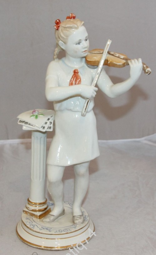 Юная скрипачка-пионерка. Столбова. ЛФЗ