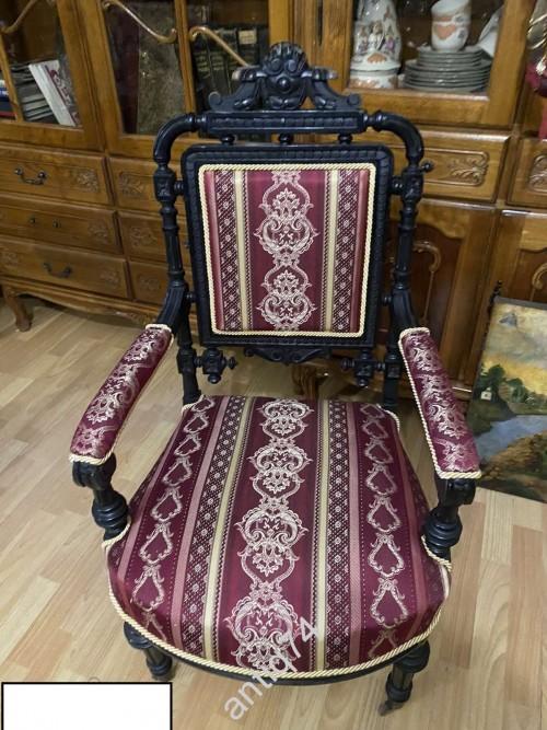 Шикарное дореволюционное кресло