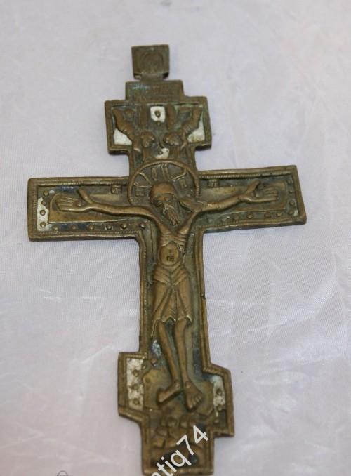 Крест распятие с точками. Не частый. Эмали