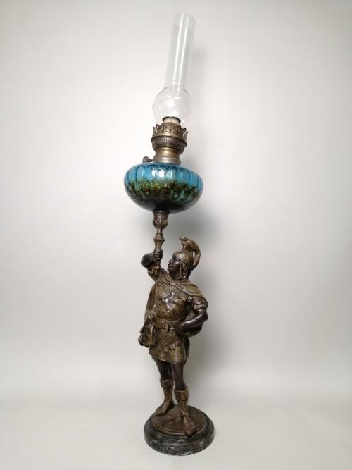 Франция, XIX век. Керосиновая лампа с фигурой рыцаря, воина.