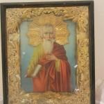 Икона святой Иоанн. В киоте.