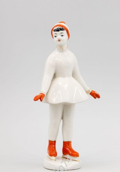 На катке. Юная фигуристка. Крупная статуэтка. Полонное.