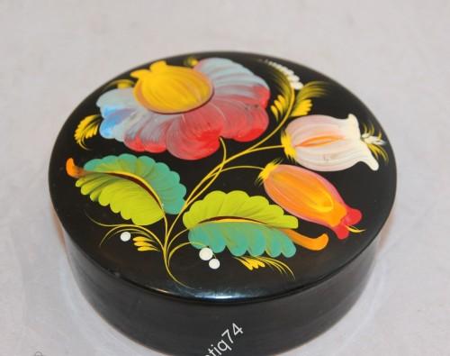 Шкатулка круглая с ручной росписью. Папье-маше