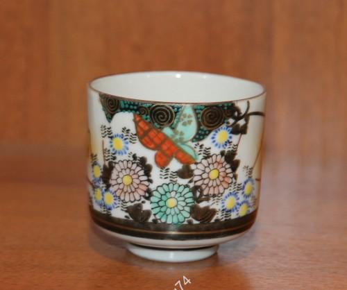 Чашка, стакан. Ручная роспись. Бабочка, цветы. Китай, Япония. Рубеж 19 - 20 века.