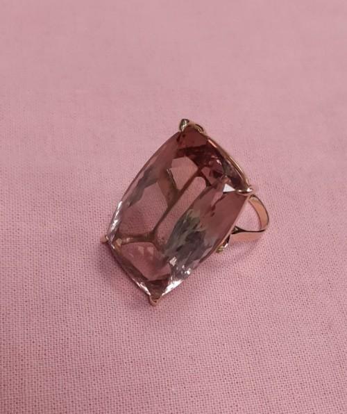 Золотое кольцо с огромным аметистом или турмалином. Золото, 585 пр.