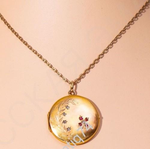 Медальон на цепочке с цветами. Франция, первая треть ХХ века. Золото, 750 проба