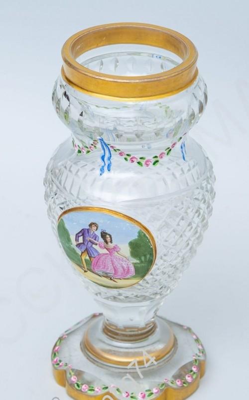 Вазочка с изображением галантной сцены и эмалевыми гирляндами из роз Европа, сер. XIX в